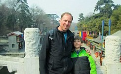 China_dad_and_son_volunteer_outside