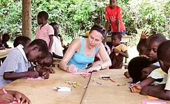 Copy_of_volunteer_working_with_kids