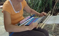 Guatemala_062114_Anne_Lossing_volunteer_weaving_good_photo