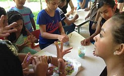 Guatemala_062114_Anne_Lossing_volunteers_making_bracelets_for_with_local_children_good_photo