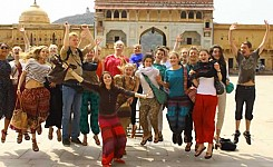 India_group_of_volunteers_in_India_good_photo